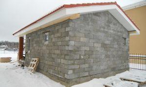 Как самостоятельно построить сарай из пеноблоков на дачном участке?