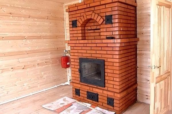 Кирпичная печь-камин для дачи