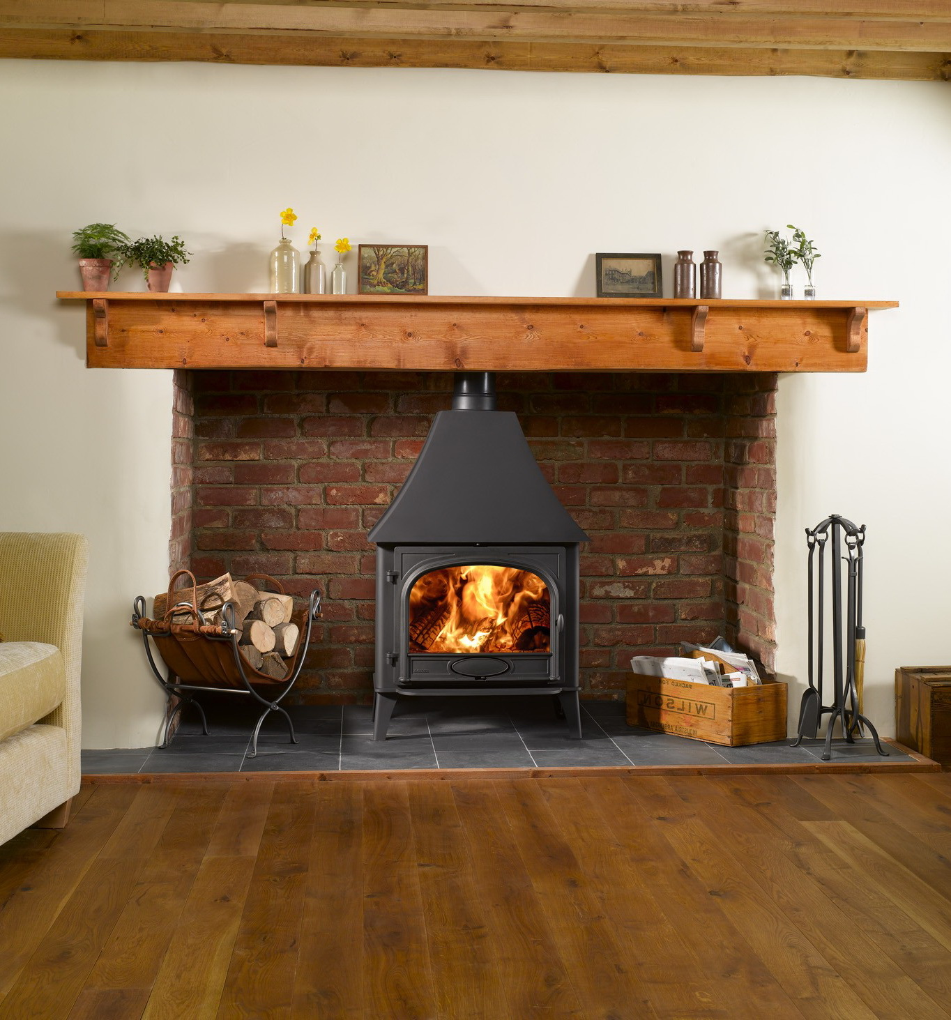 Печь-камин на дровах для загородного дома