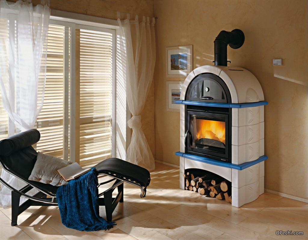 Печь-камин на дровах с водяным контуром для отопления