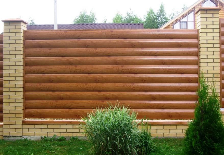 Забор из горизонтального профнастила для дачи