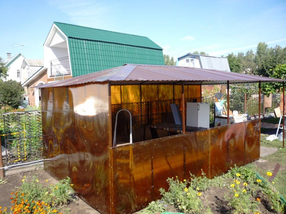 Беседка из поликарбоната с крышей из профлиста
