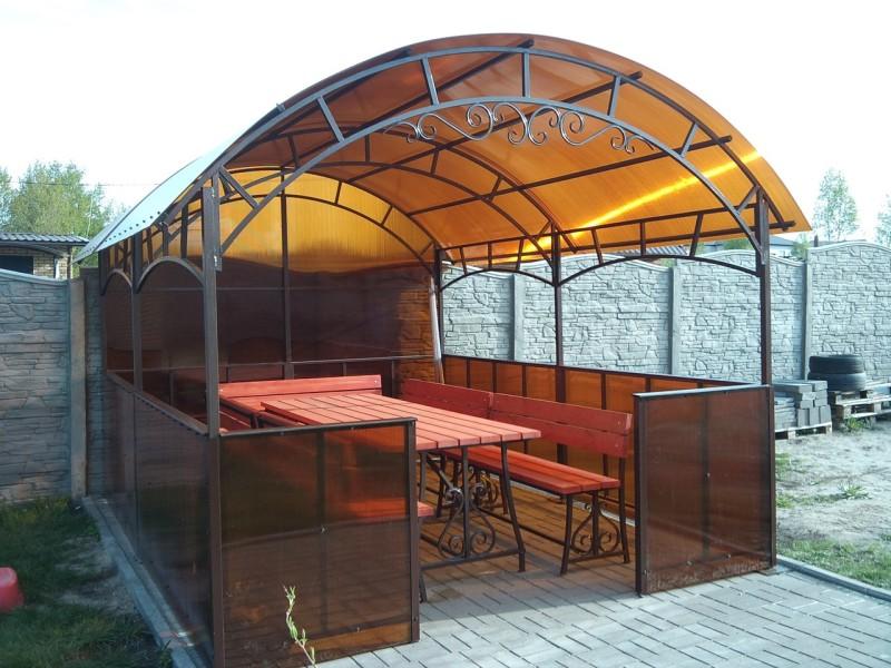Беседка из поликарбоната с крышей в виде арки