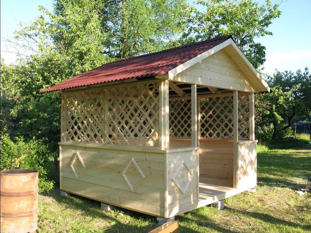 Беседка с двухскатной крышей для загородного участка