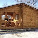 Летняя кухня из бревна для дачи: функциональное сооружение