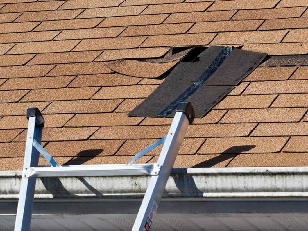 Что делать если протекает крыша на даче. Ремонт кровли своими руками