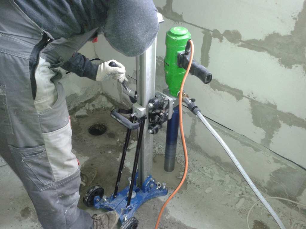 Как просверлить отверстие под канализацию в фундаменте самостоятельно