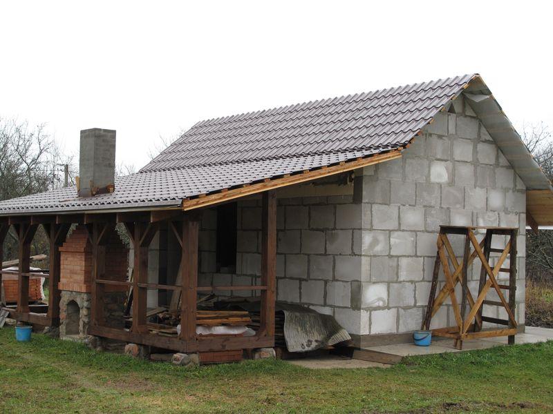 Как самостоятельно построить сарай из пеноблоков