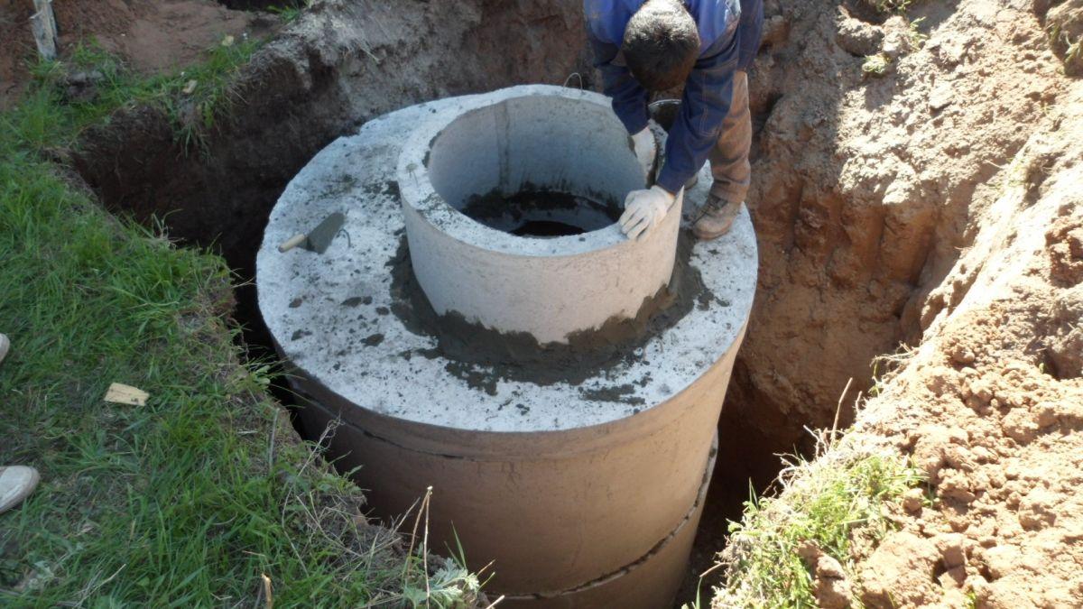 Канализация из бетонных колец для частного дома своими руками