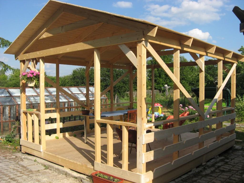 Конструкция беседки с двухскатной крышей