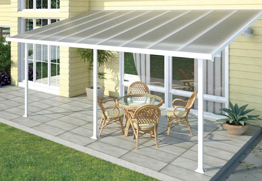 Легкая крыша из поликарбоната для террасы загородного дома