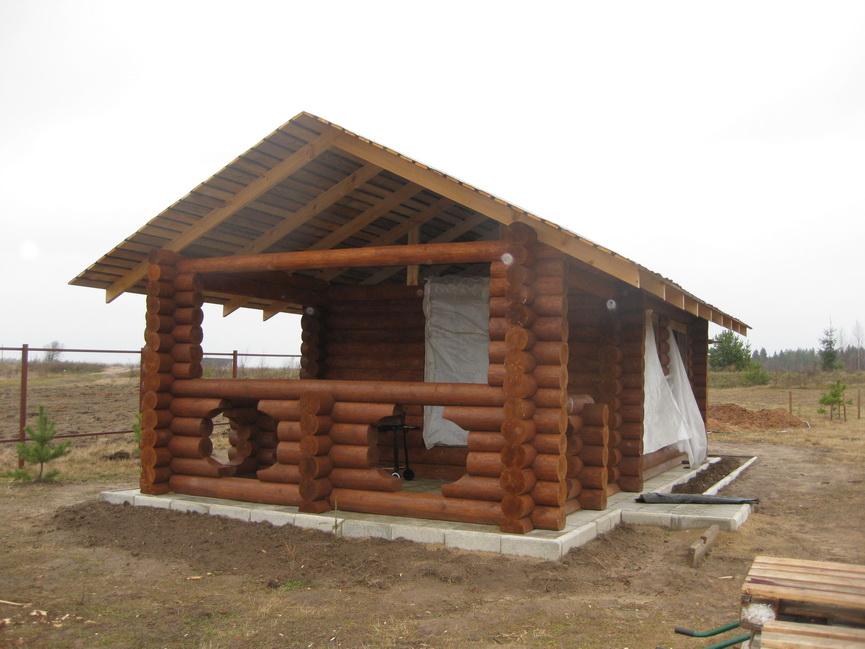 Летняя кухня из бревна для загородного участка