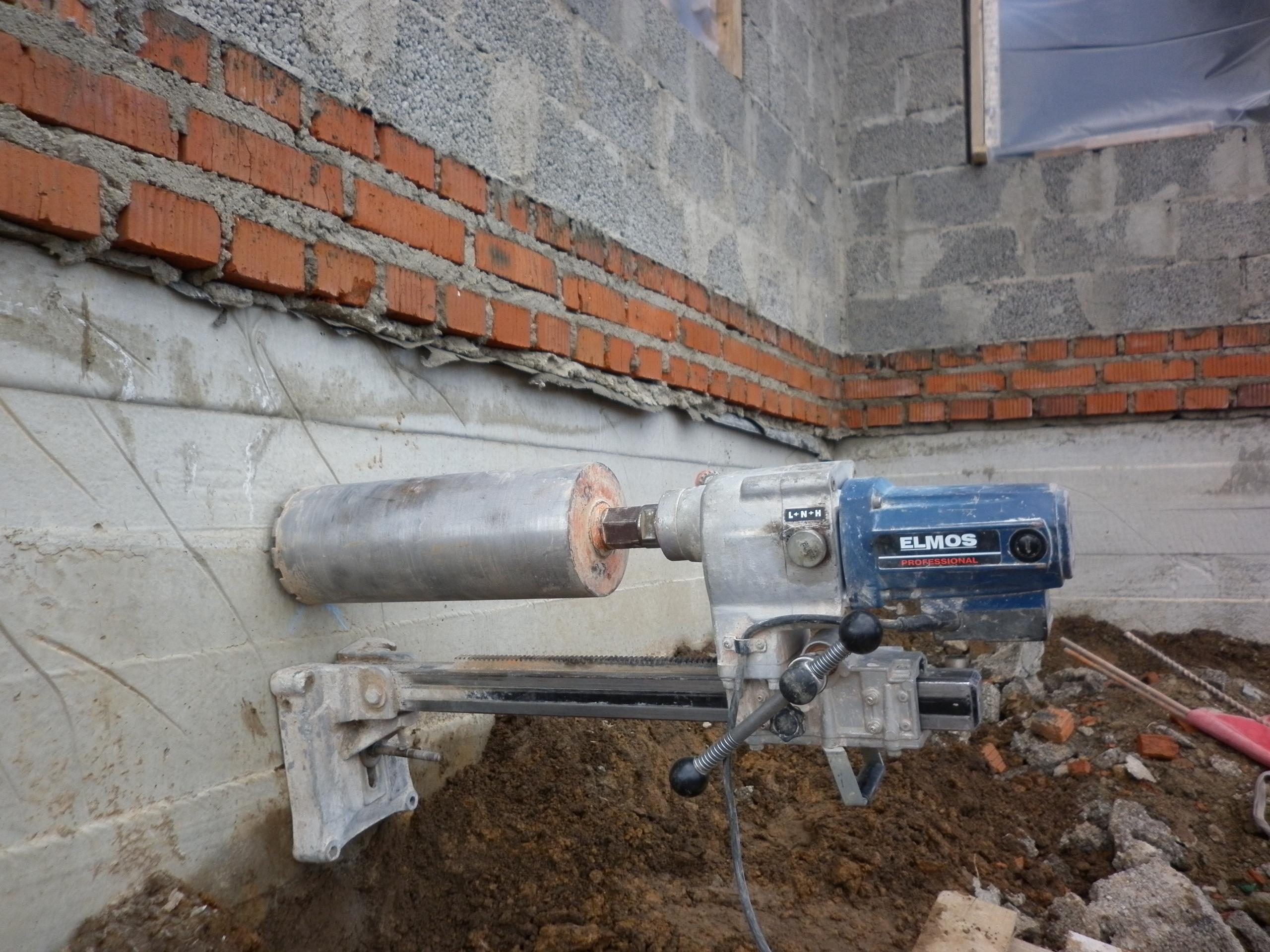 Оборудования для прокладывания труб в фундаменте дома