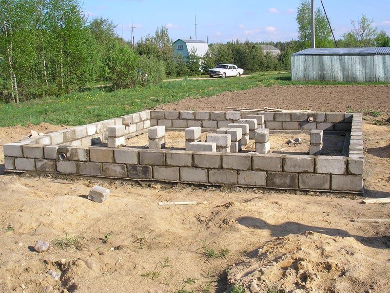 Подготовительные работы при строительстве сарая из пеноблока