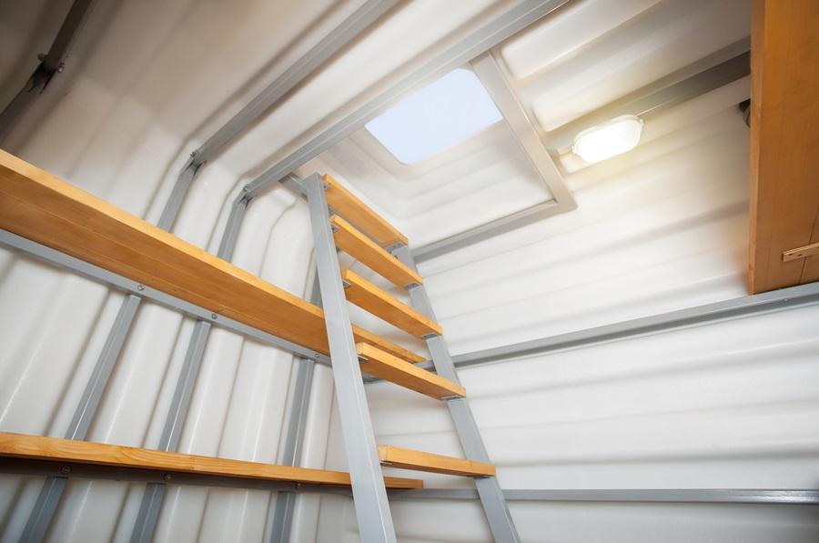Простая конструкция комбинированной лестницы для подвала