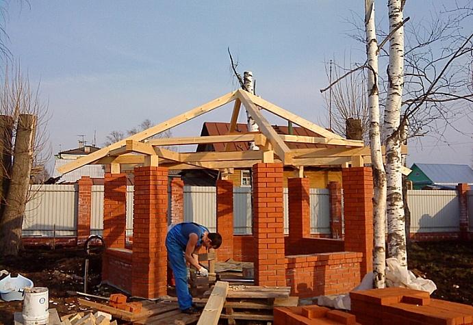Постройка крыши для беседки из кирпича