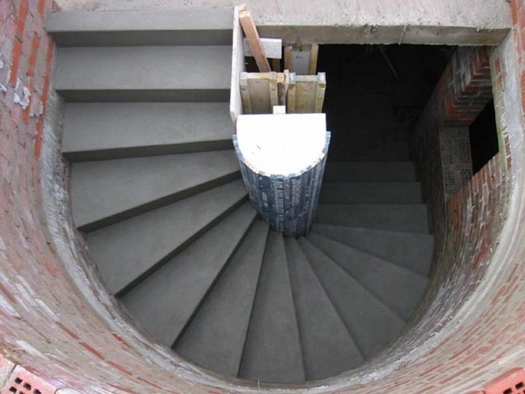 Строительство лестницы в погреб из бетона