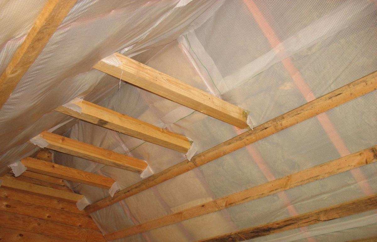 Укладка пароизоляции для крыши