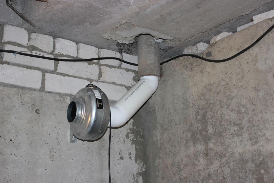 Вытяжная потолочная труба для вентиляции погреба