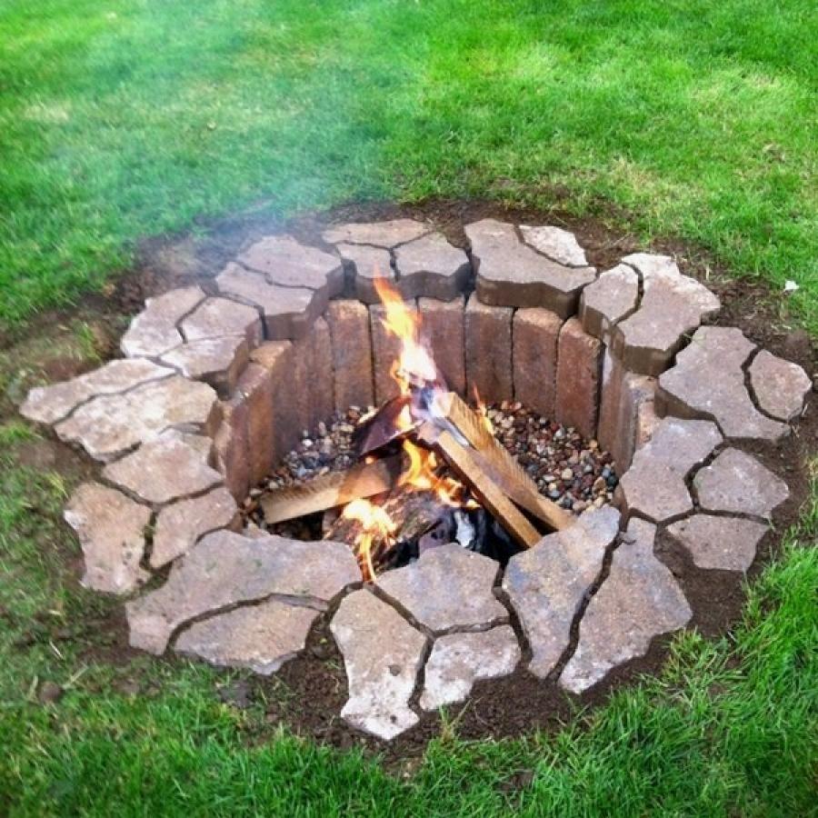 Яма для сжигания мусора с отделкой камнем