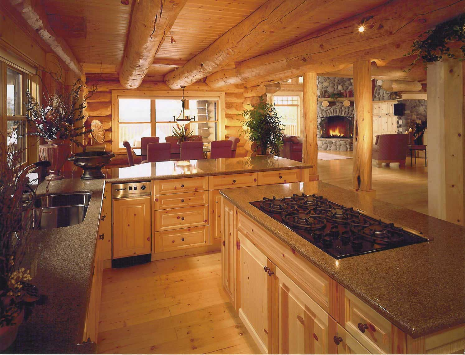 Закрытая летняя кухня из бревна