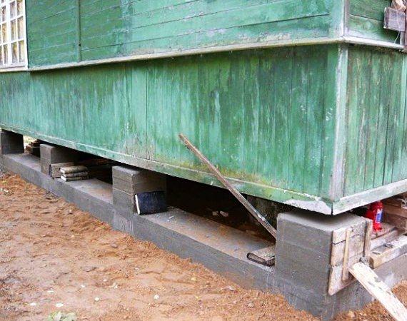 Как произвести ремонт фундамента под деревянным дачным домиком