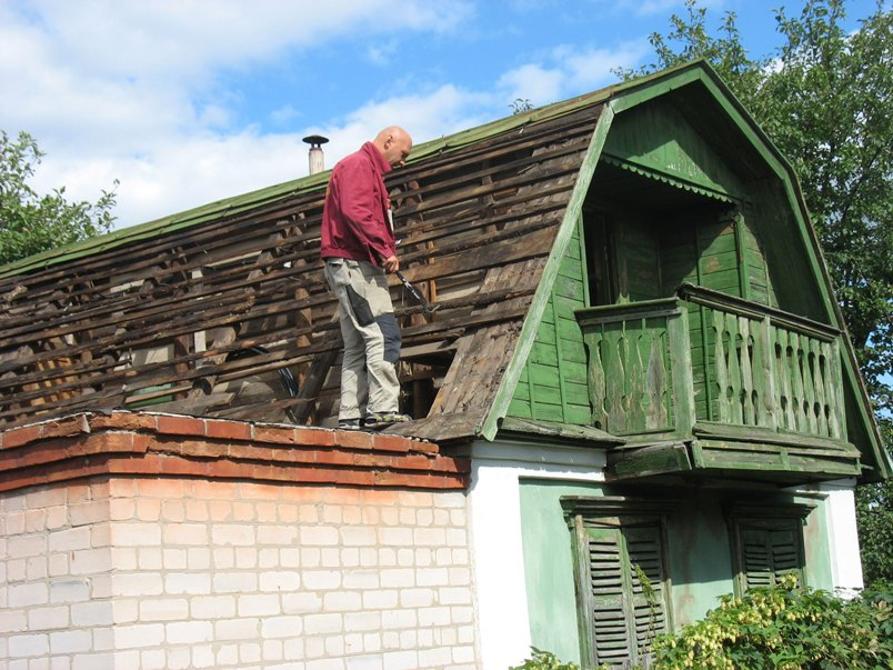 Как самостоятельно произвести реконструкцию крыши на даче