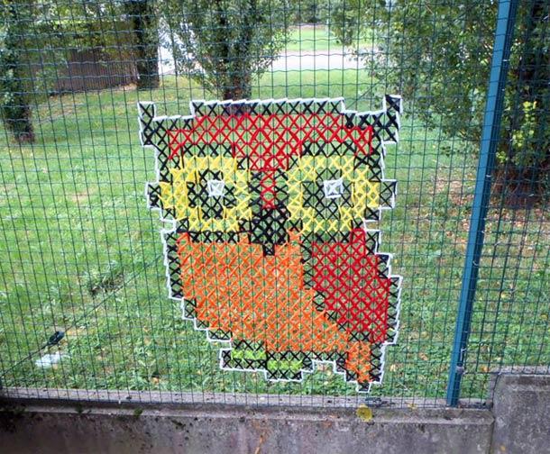 Как украсить забор из сетки рабицы