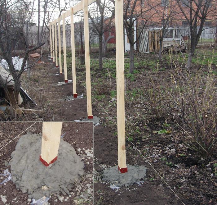 Как установить деревянные столбы для забора
