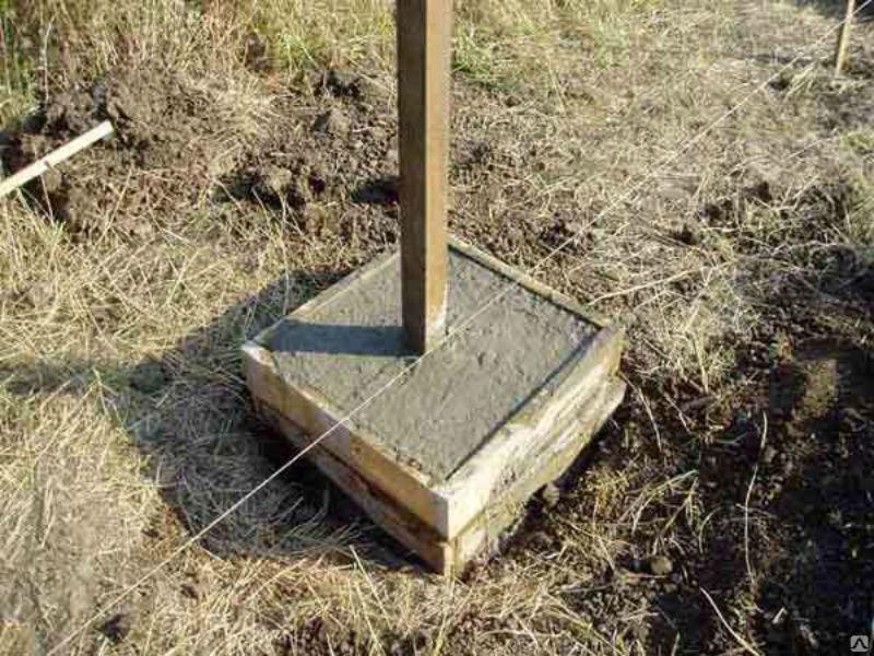 Как вкопать столбы забора на пучинистом грунте без потери качества