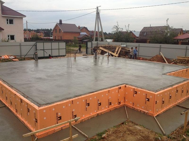 Как залить плиту под фундамент, область применения плиточного фундамента
