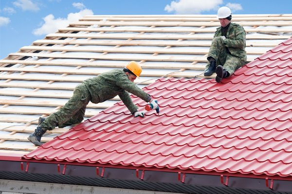 Монтаж кровли и ремонт крыши дачного дома из черепицы