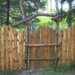 Забор из горбыля: создание оригинальности своими руками