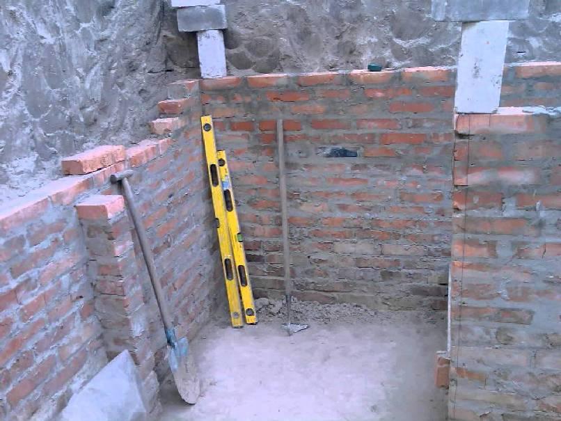 Погреб под сараем - возведение стен из кирпича