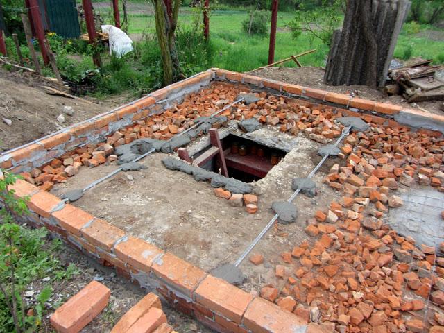 Постройка погреба под сараем на дачном участке