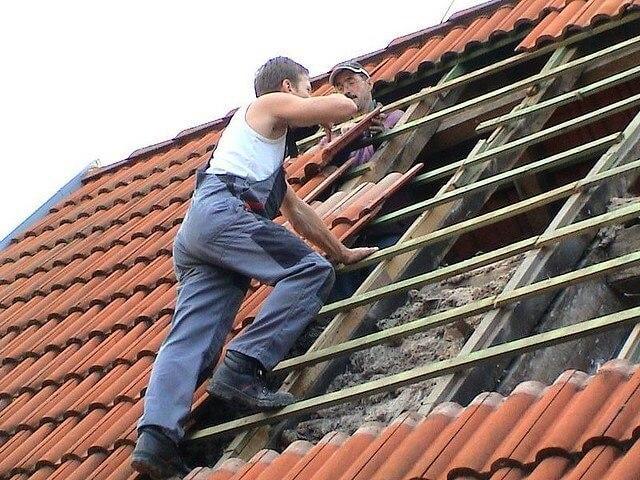 Ремонтные работы на крыше дачи своими руками