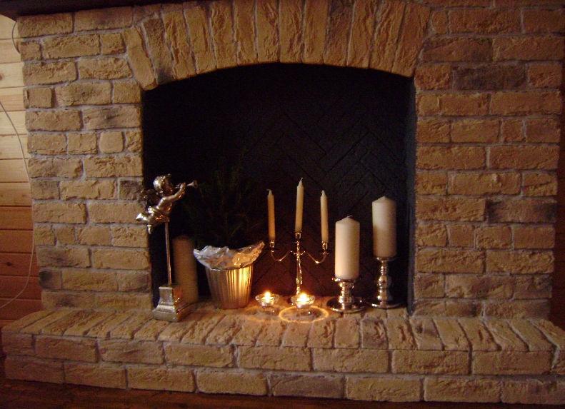 Создание искусственного камина с помощью свечей