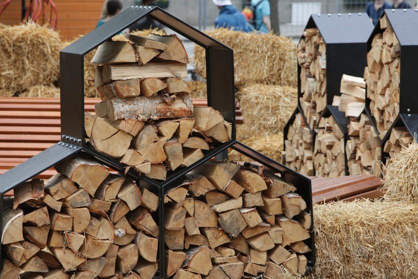 Стильная дровница. Как организовать хранение дров на даче