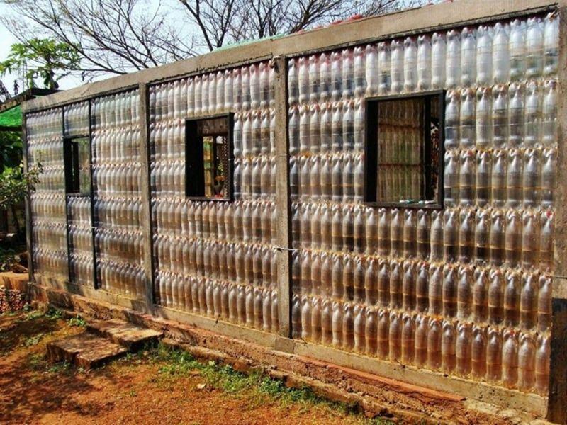 Уникальный забор из пластиковых бутылок своими руками