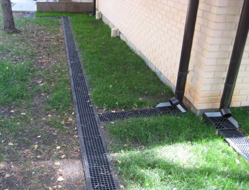 Устранение причин трещин в фундаменте дома через дренажные системы