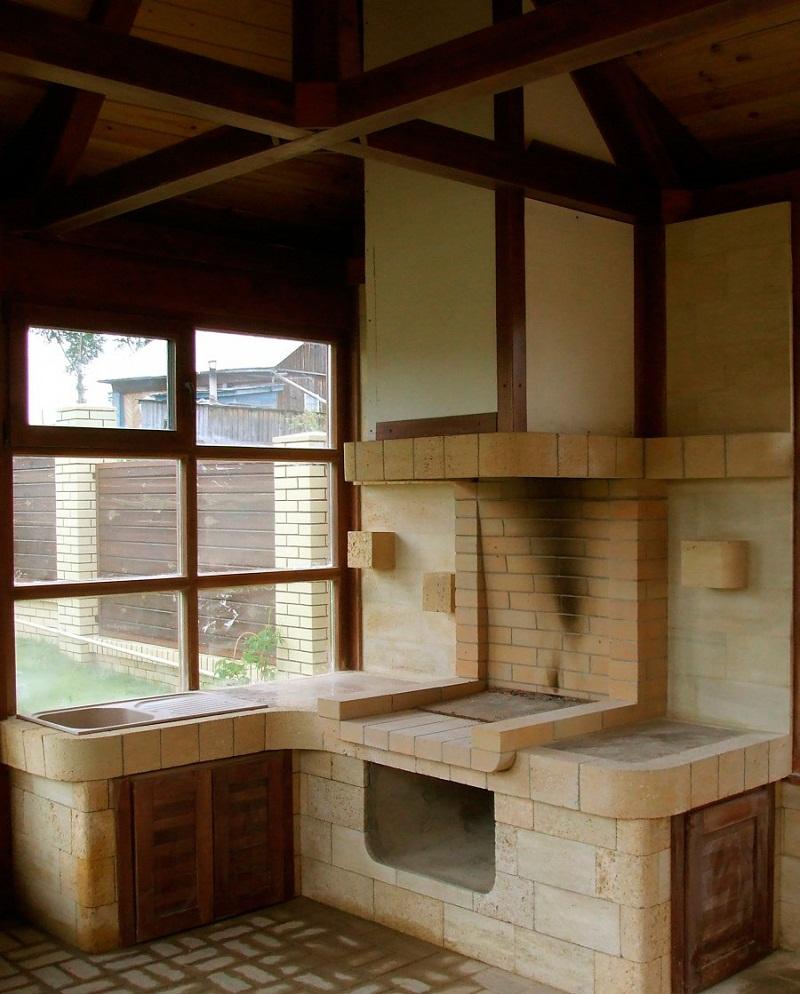 Выход на террасу из кухни, дизайн летней кухни