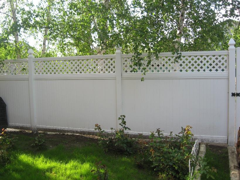 Забор из пластика под покраску для загородного участка