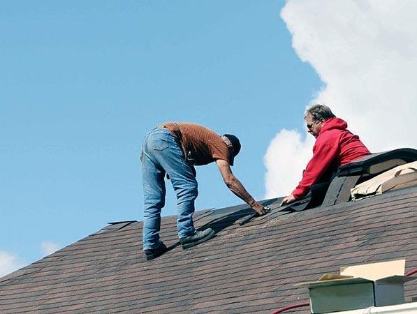 Замена кровли и ремонт крыши загородного дома своими руками
