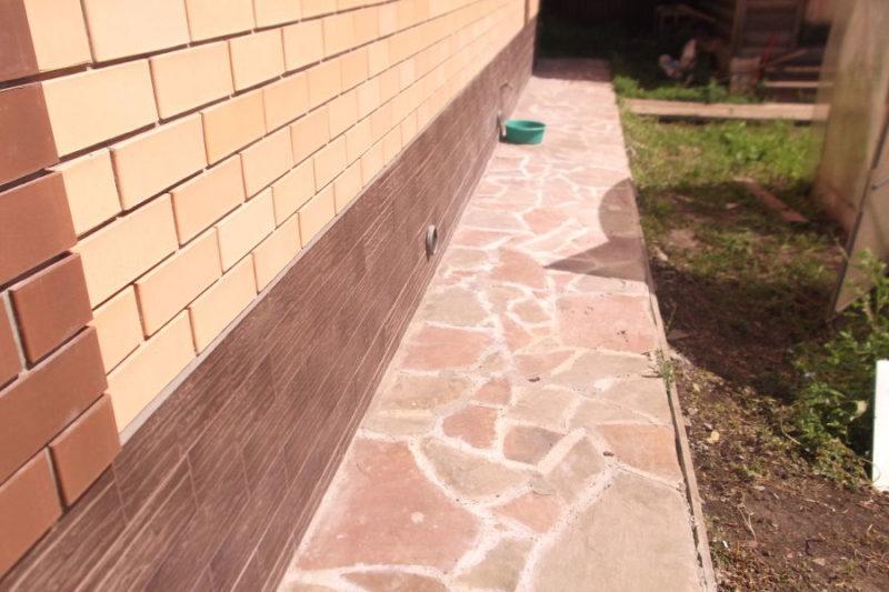 Микротрещины в фундаменте дачного дома