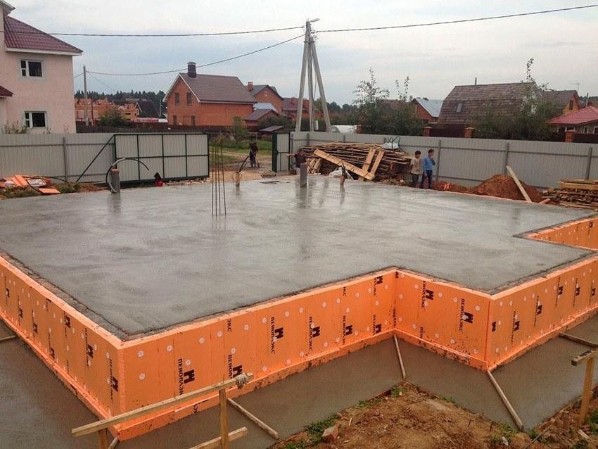 Фундамент под деревянный дом своими руками, марки заливаемого бетона