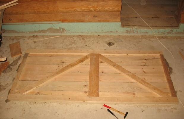 Изготовление деревянной двери для сарая