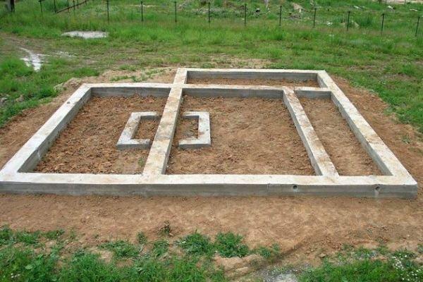 Как сделать фундамент на песчаной почве своими руками