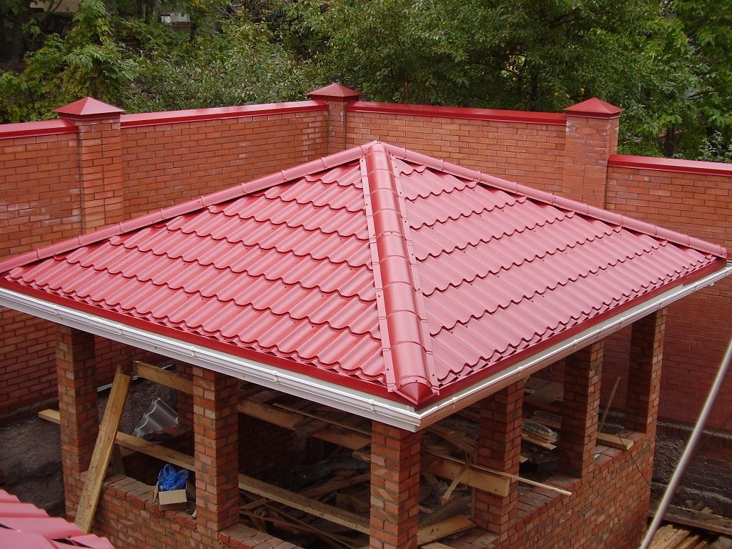 Крыша из профнастила для дачной беседки из кирпича