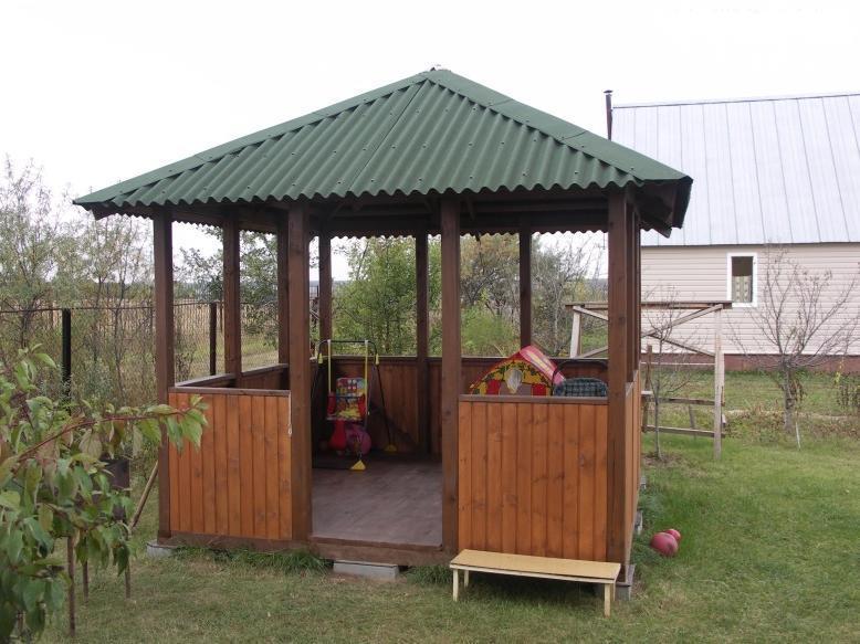 Крыша из профнастила для небольшой беседки на даче