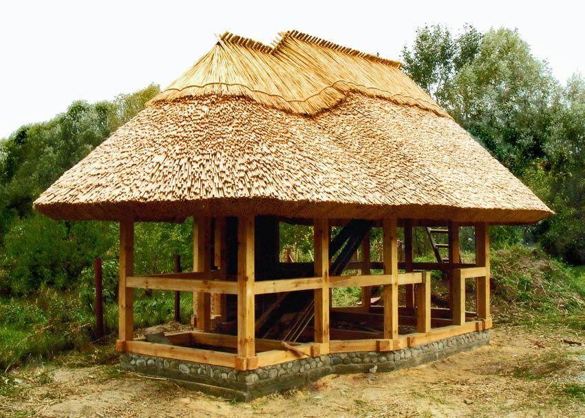 Оригинальная идея для крыши беседки на дачном участке